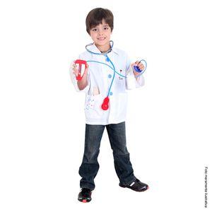 Fotografia de menino com fantasia infantil de médico para se divertir
